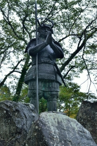 山中鹿介の銅像