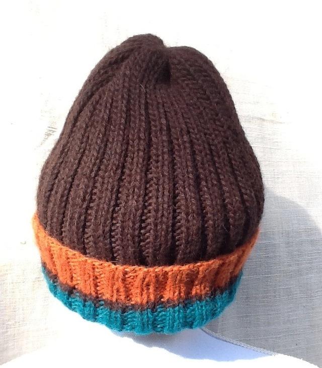 スーリーアルパカ100%の手編み帽子こげ茶にエメラルド