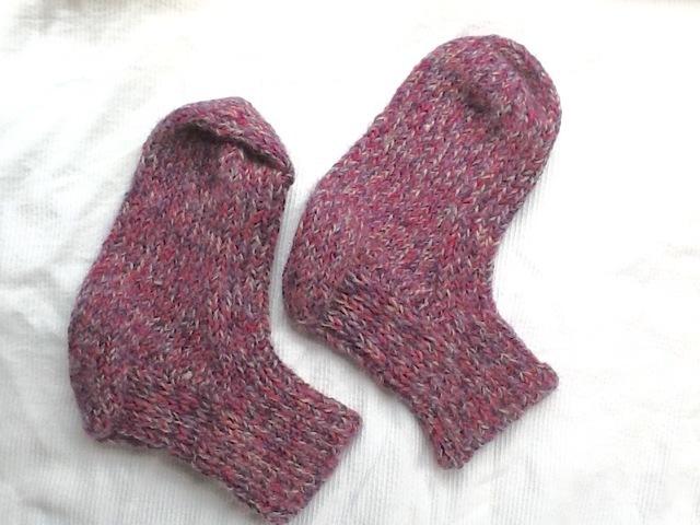 アルパカ100%の手編み靴下 紫色ピンク、グレー
