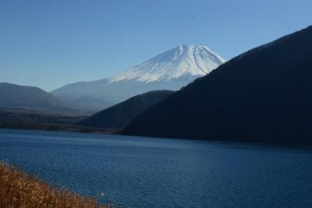 325本栖湖畔からの富士山