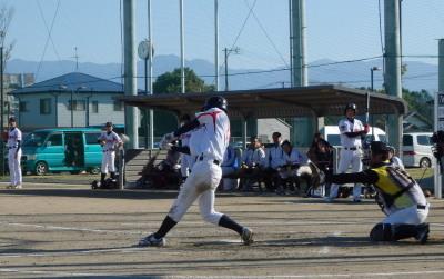 PC115069肥後銀行3回表1死一、三塁から6番松下が中越え2点三塁打を放ち