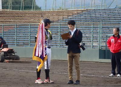 PC185208準優勝のインタビューを受ける鶴田監督