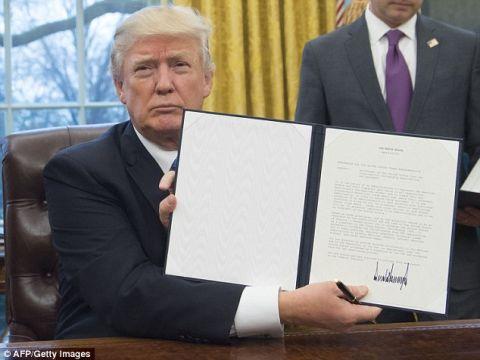 海外「言ったことを実行する政治家だ!」 トランプ大統領、TPP離脱に署名 発効不可能に 海外の反応