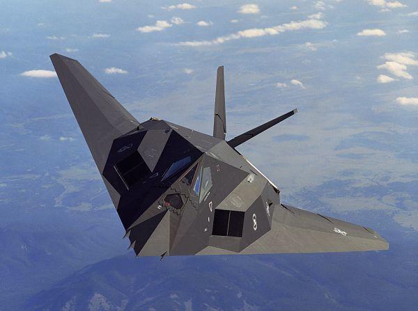 q___米国の-F-117-ステルス戦闘機 (300x223)
