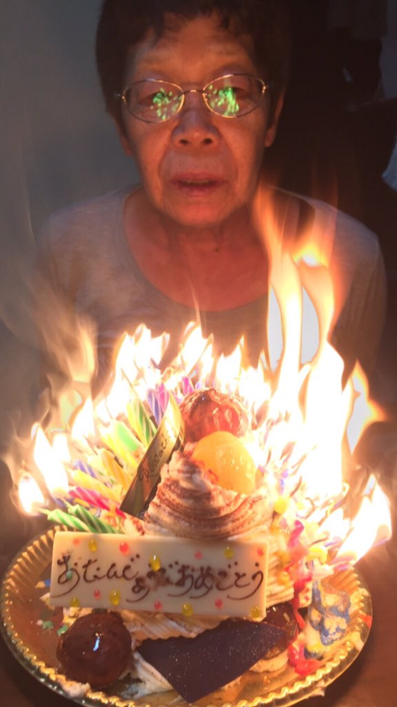 ばーちゃんに誕生日ケーキ買ったった^^