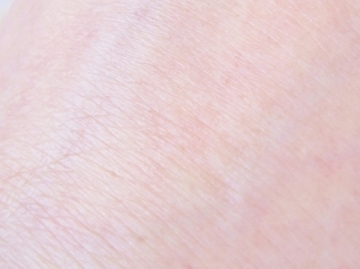 石鹸で落ちる!自然でキレイに見えて潤いが続く、乾燥&敏感肌の【ヴァントルテ 美容液ミネラルリキッドファンデーション】
