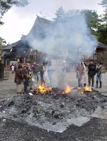 尾山神社の左義長