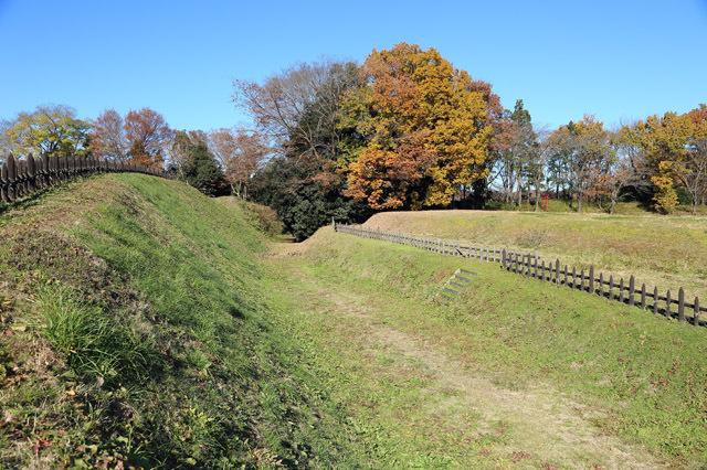 鉢形城の堀と土塁