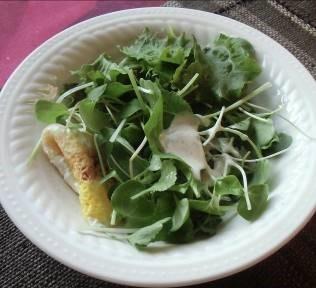 朝の生野菜サラダと卵焼き2