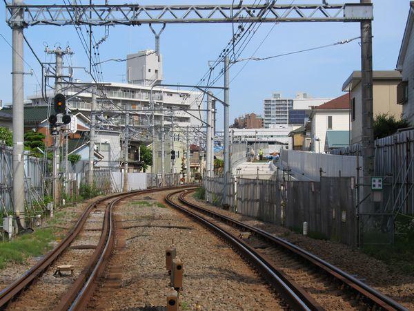 和田町駅側の新旧接続点。高架橋の床が出来上がったところ。