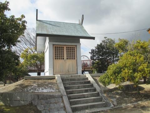明神山山頂 水神社