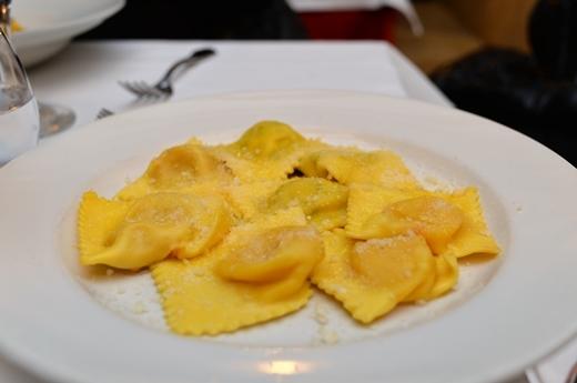 STK 7750 - パルマのレストラン「trattoria del tribunale」
