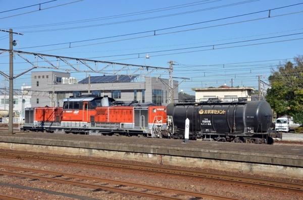 富田駅で休むDD51 1804