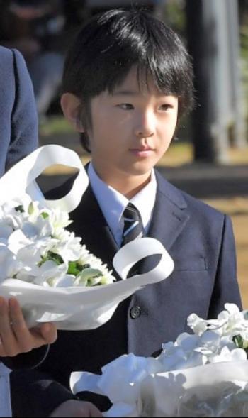 news<悠仁さま>長崎訪問、平和公園で供花 秋篠宮ご夫妻と2