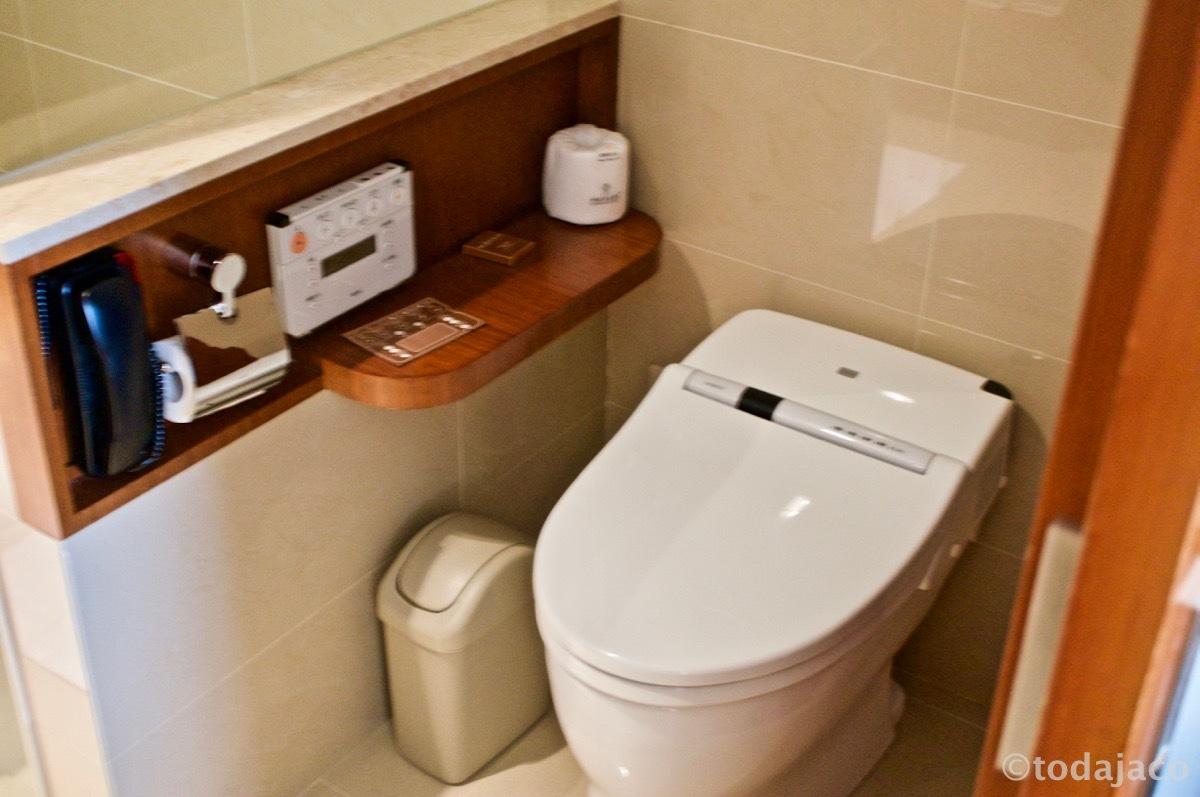 トイレは最新鋭のtotoウォシュレット!