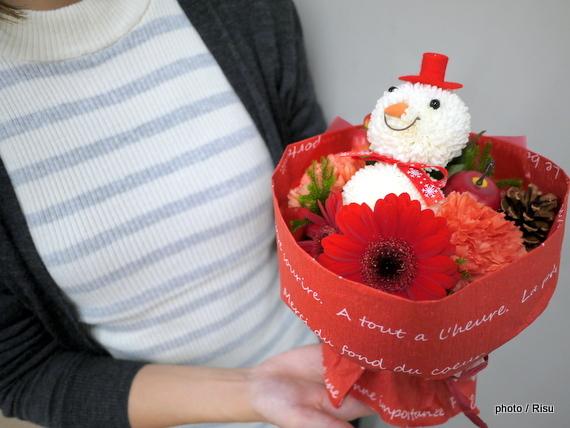 クリスマス そのまま飾れるブーケ「おめかし雪だるまのブーケ」 日比谷花壇2016