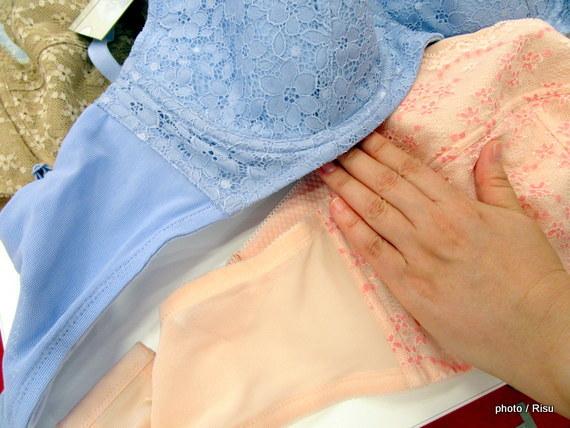 胸をコンパクトに見せるブラ|セシール