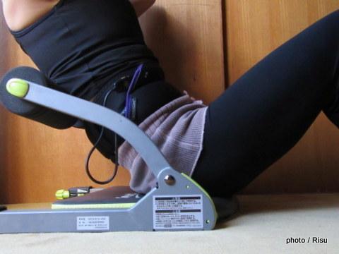 スレンダートーン・アブベルト、ワンダーコアスマートで腹筋トレーニング
