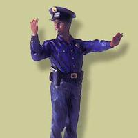 手信号を行う警官2