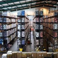 天井が高い倉庫