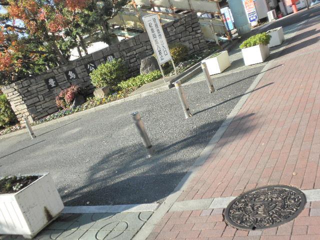 豊島公園の北入り口マチカネマンホール