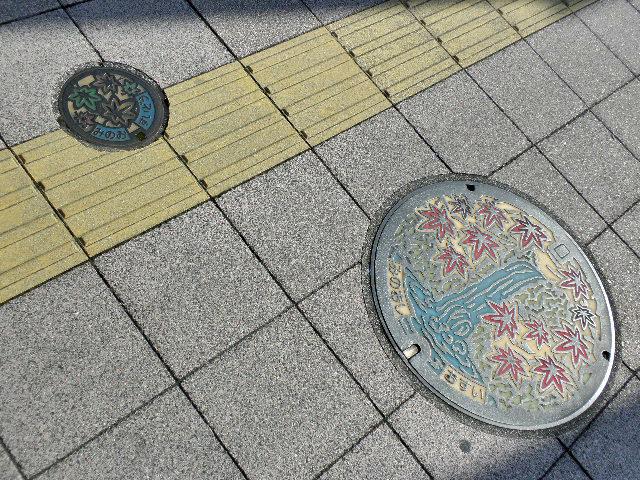 箕面マンホール1702親子