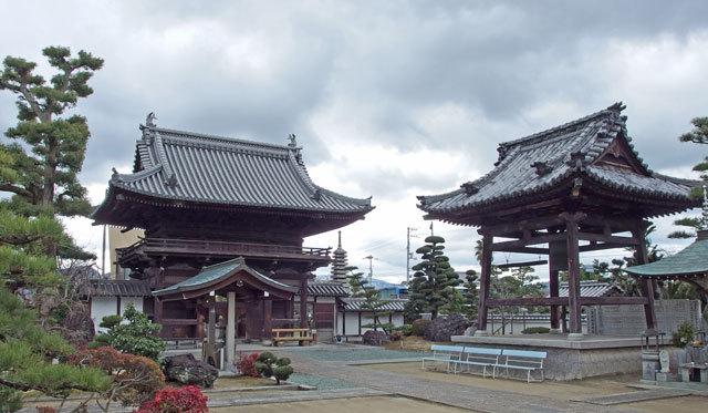 山門と鐘楼