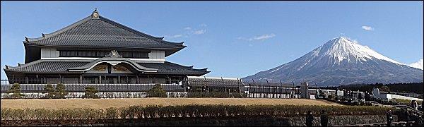 2015富士山と奉安堂