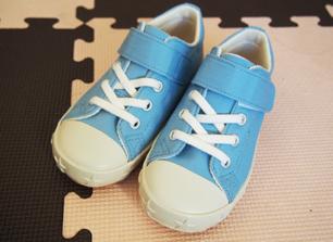 おニュー水色靴