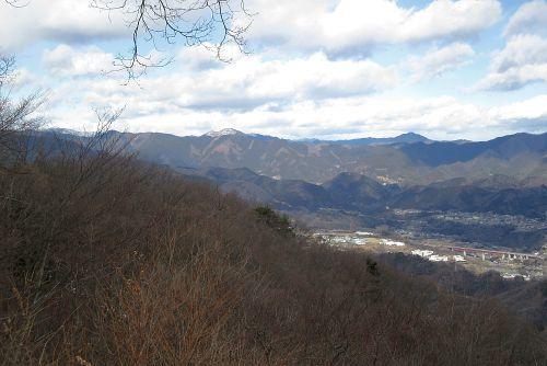 山頂から奥多摩方面を望む