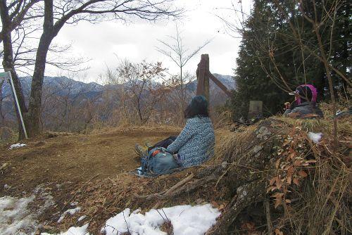 山頂から丹沢方面を望む
