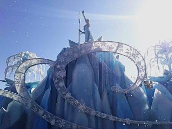 アナ雪のパレードの様子