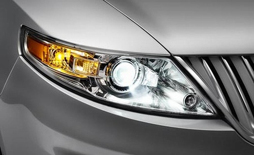 2009-lincoln-mks-headlight-photo-117876-s-1280x782.jpg