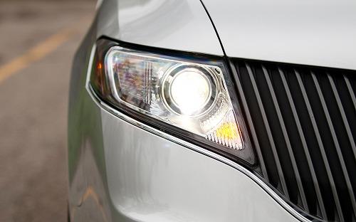 2013-Lincoln-MKT-Ecoboost-headlight.jpg