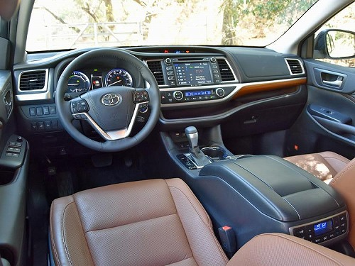 nydn-2017-toyota-highlander-limited-platinum-saddle-tan-leather-interior-dashboard.jpg