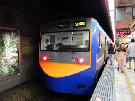 台北2016.7台北・台湾鉄道台北駅・列車