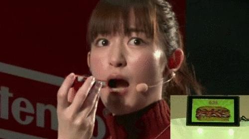 【悲報】ニンテンドーSwitch、体験会で盛大にやらかしてしまう! 声優の小松未可子さん口パクパク後の困った顔wwww
