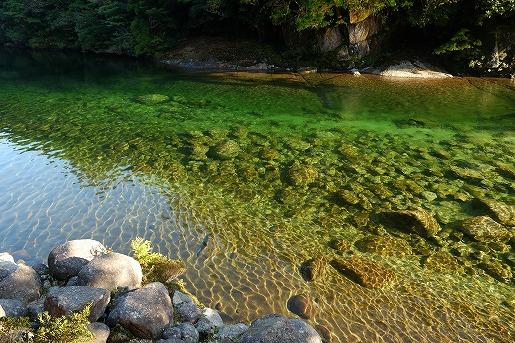 安房川の河原