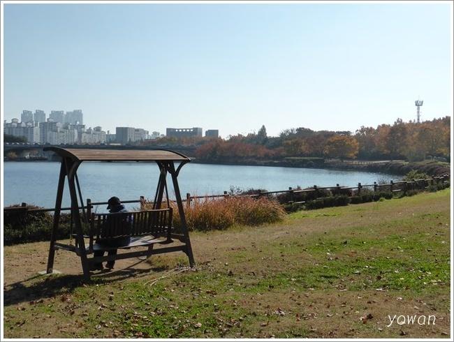 s-一山湖水公園ブランコ201611 (1)