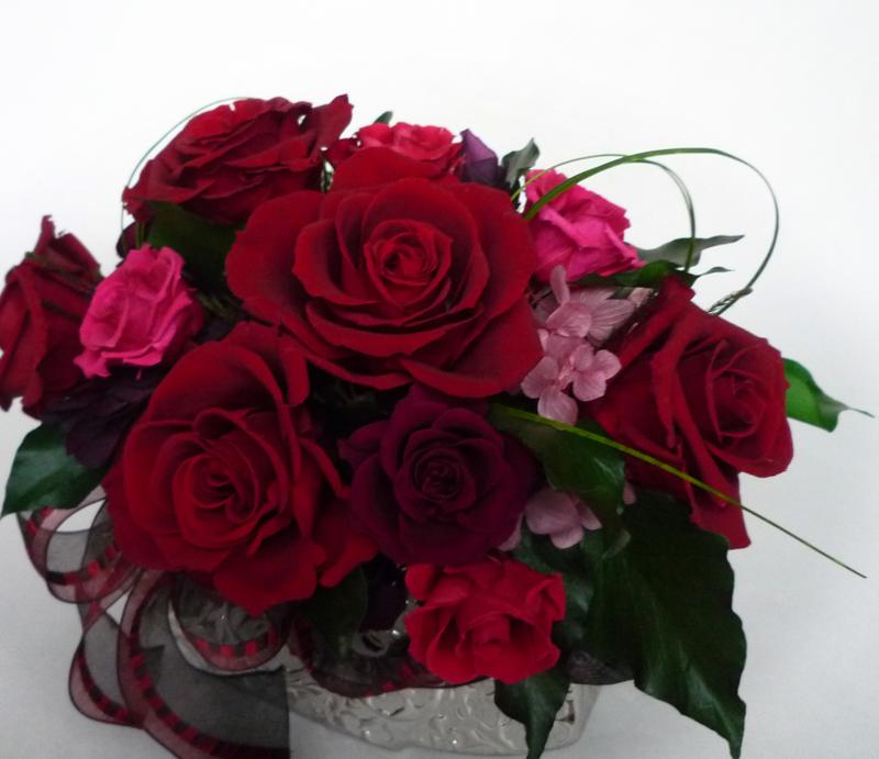 深紅のプリザーブドのバラで開店祝いのオーダーアレンジ