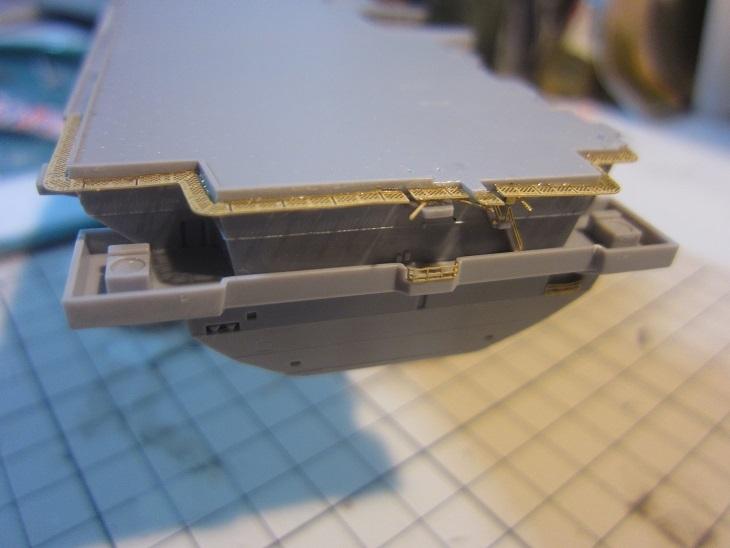 いずも艦尾飛行甲板ネット取り付け