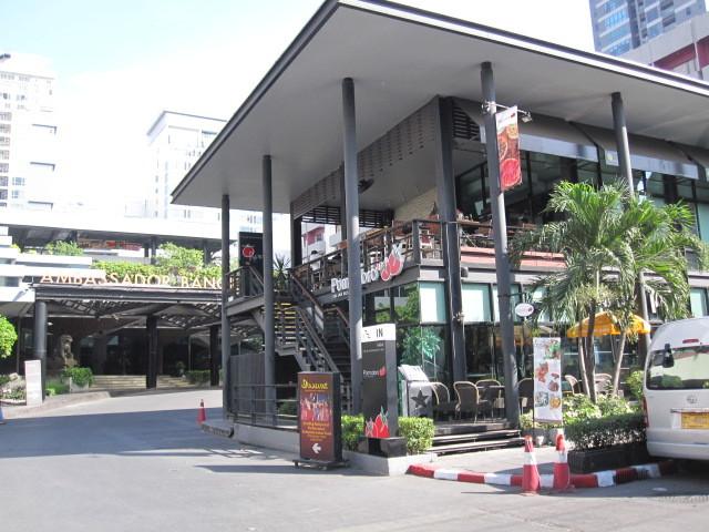 アンバサダー前のカフェ