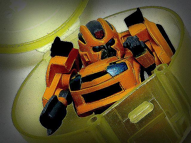 Gacha_QT_Bumblebee_01.jpg