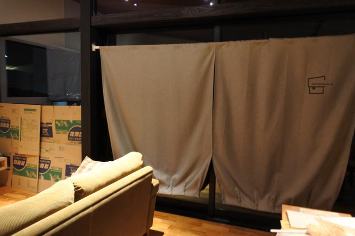 Curtain_Kari.jpg