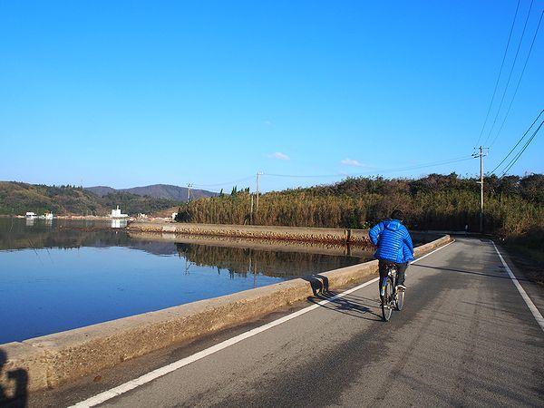 自転車で海岸を走る