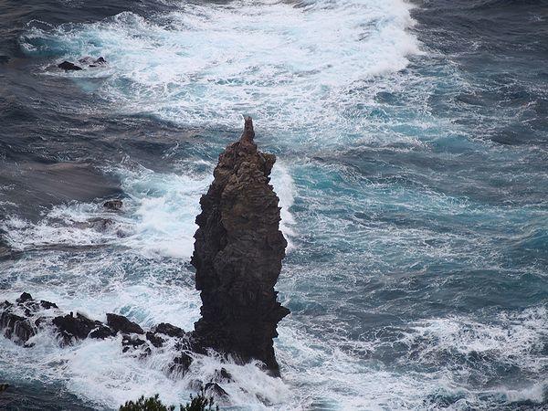 ローソク岩