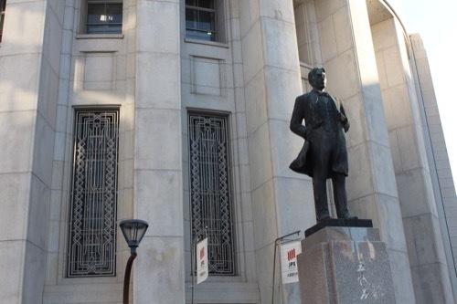 0185:大阪証券取引所 五代友厚像とともに