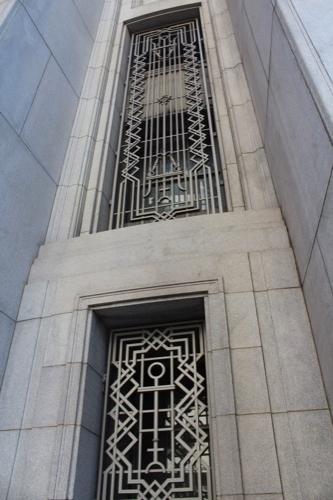 0185:大阪証券取引所 窓枠を間近で