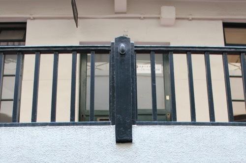 0188:船場ビルディング 1階から手すりをみる