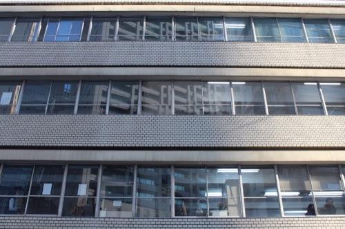 0197:リバーサイドビル 窓サッシュのファサード